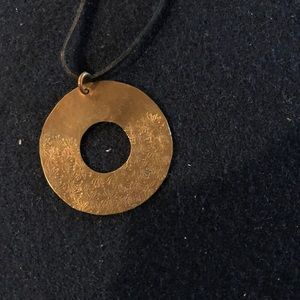 Gold flower imprint necklace